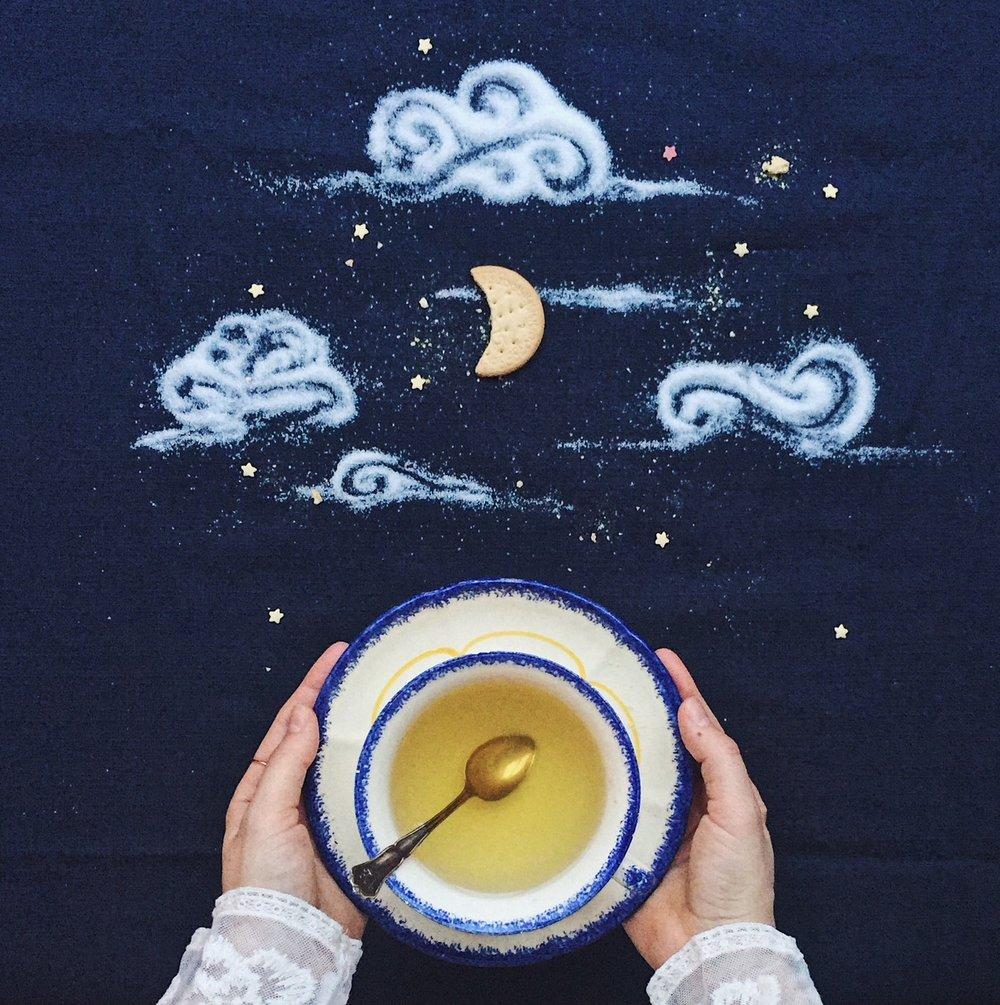 10 ways to boost your creativity- A nightsky made with sugar and a cookie