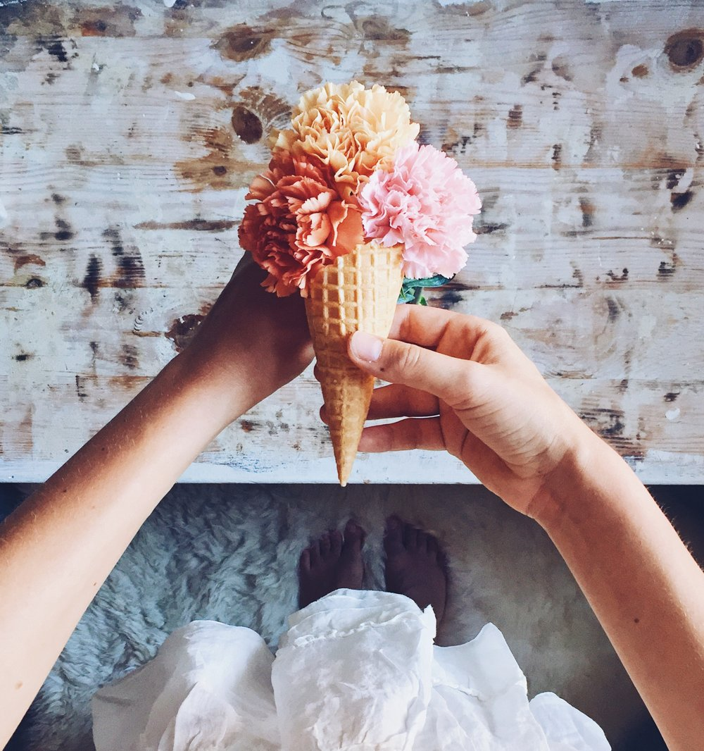 3 photo composition tips for better storytelling on Instagram-floral icecream