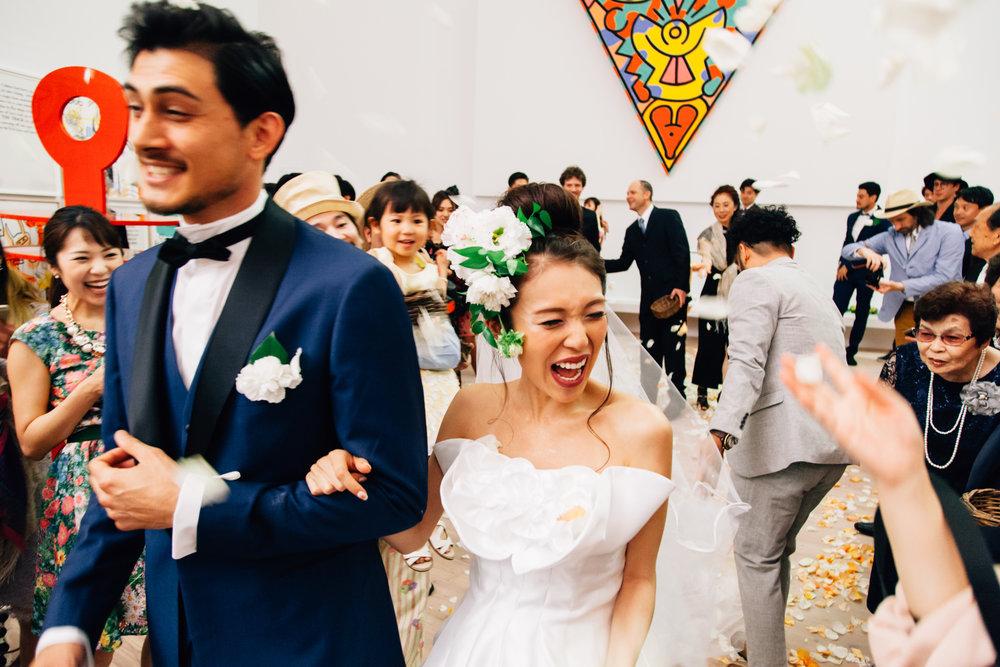 諦めてた映画のような結婚式を実現 - 花とんぼのウエディングチームは全員海外で育った経験があり、映画で見るような結婚式をより実現する力があります。出来ないかも!を実現します。