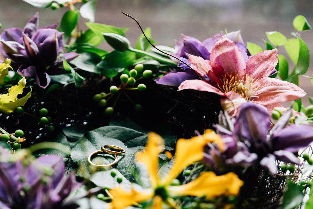 トップレベルの花装飾 - 花とんぼの式の一番のポイント、それはもちろん座間アキーバ自らが作る、最上級のフラワーアレンジをご提供出来ることです。