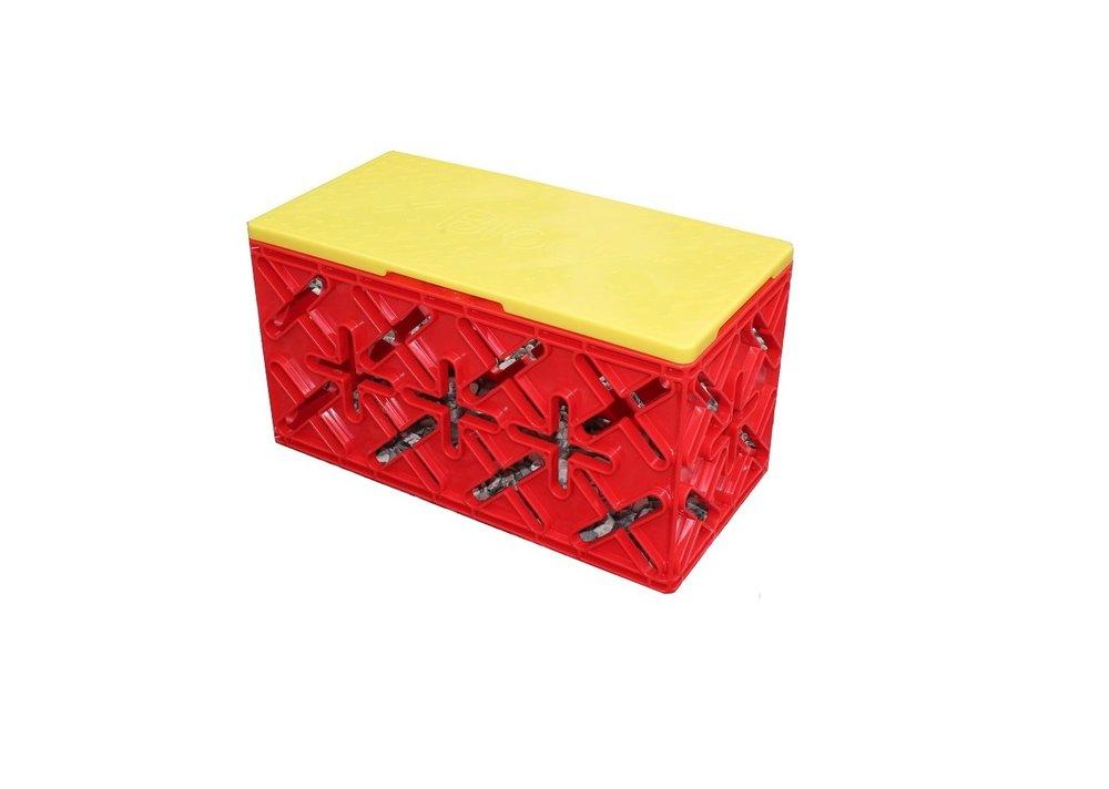 SKAMMEL1 KLODS. - X 8 Klodsen er 45 cm lang, 22,5 cm bred, 22,5 cm høj og ideel som stol/skammel for børn til samlinger, frokoster og fantasifulde lege. Man kan også stå på den, hvis man skal lidt højere op.
