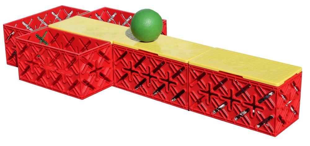 KUGLEBANE 6 KLODSER - Hold tungen lige i munden og se om du trille bolden hele vejen ned i kassen.