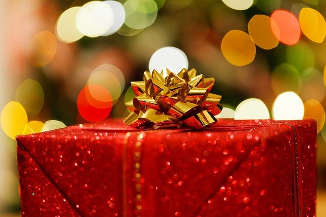 christmas-present-83119_640.jpg