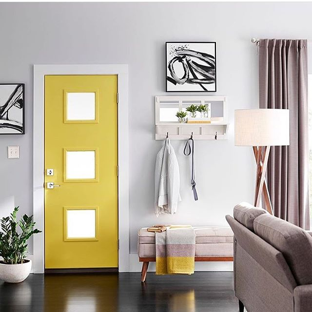How bright and bold is a painted front door!? 😱💛✨ It always remind me of the 'Friends' apt door 😅😂 . I live on an apartment, and even though painting the outside of my front door is not permitted, doing so on the inside of the door only adds color and personality to my place! . This photo by @homedepot Shows how a place is framed and brightened by a cheerful yellow, and the best part.... it is a piece inside your home you can customize regularly, if you want to change the mood and color palette. . WHICH COLOR WOULD YOU CHOOSE FOR YOUR INSIDE FRONT DOOR? Tell me below 👇🏼 I would choose yellow or aqua green 💁‍♀️ . . #heybelina #100homedecorideas