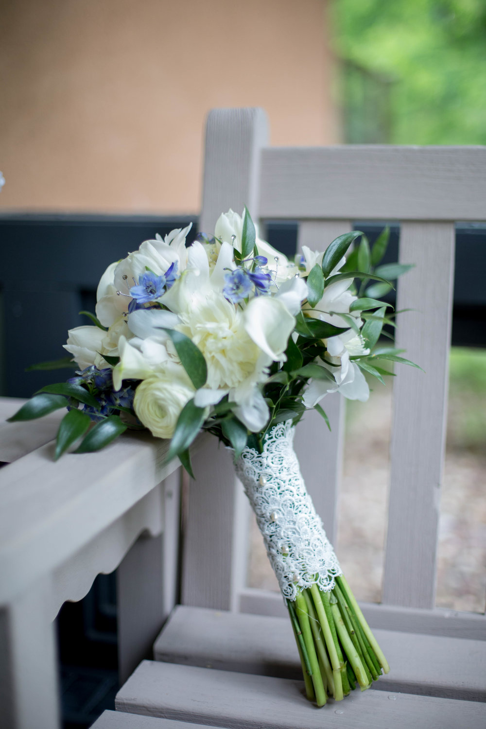 I loved the lace on these gorgeous flowers. The lace was from her moms wedding dress!