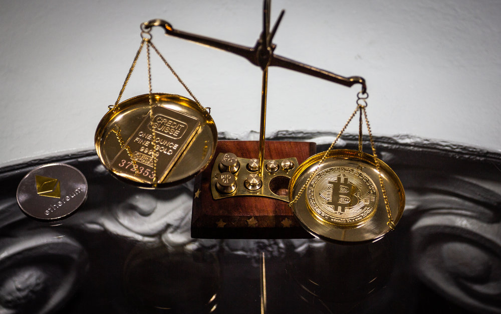 Bitcoin cryptocurrency and goldbar on golden scale. Source: ©mnvxgnxnb, Adobe Stock -  FILE #:   204693778