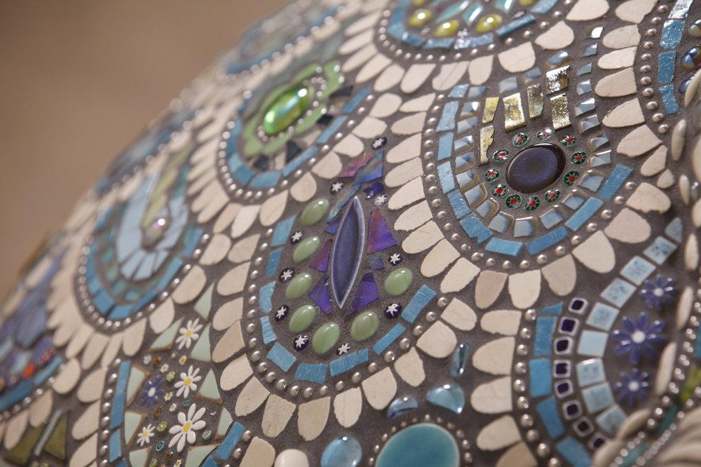 035-Elaine-Summers-Vashon-Mosaic-Art-PizzaOven-Neptuna-closeup.jpg
