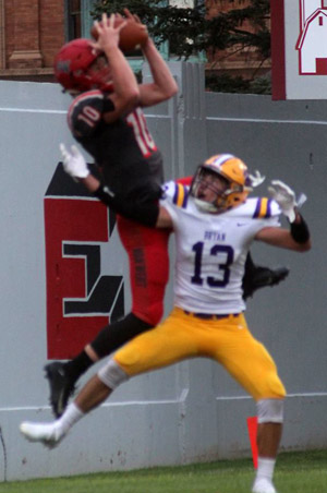 Nate Place makes a leaping touchdown grab in the second quarter.  Jerry Mason photo