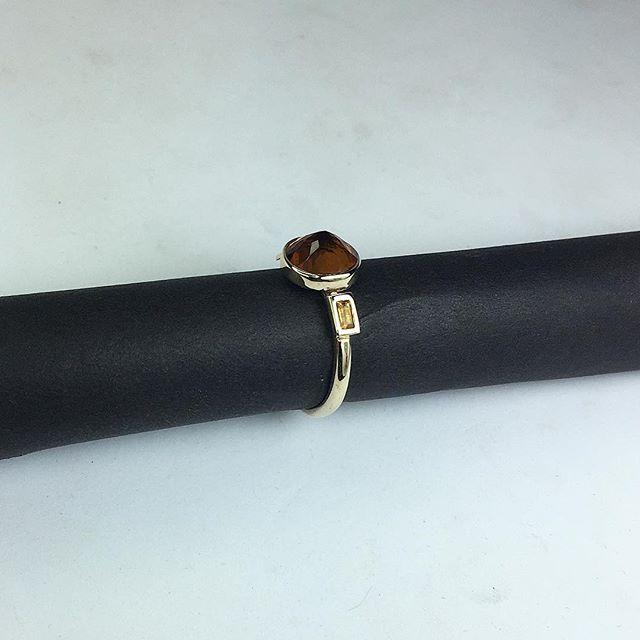 👀 side shot of deco inspired trilogy ring. Deep mandarin citrine centre stone with golden citrine side stones 🧡
