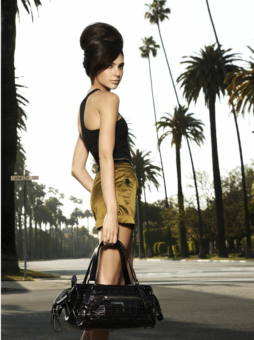 3:00 PM - Classic Beverly Hills! Gadot is surrounded by palm trees, on the corner of Carmelita and Palm.