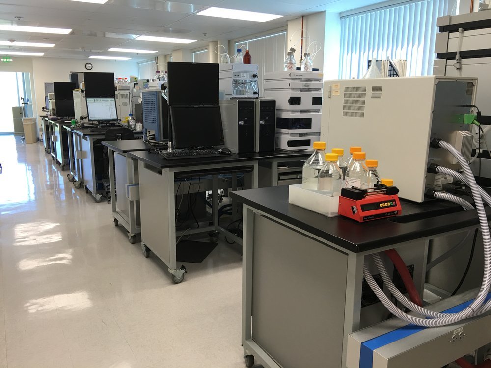 Arranging the benches back-to-back allowed the addition of several instruments to this CA research lab.