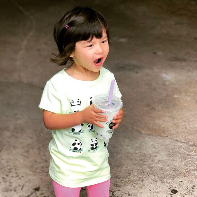 Enjoying life when you're young. Bring #honeydewboba to the zoo. #pandashirt #blackpearlbobatea