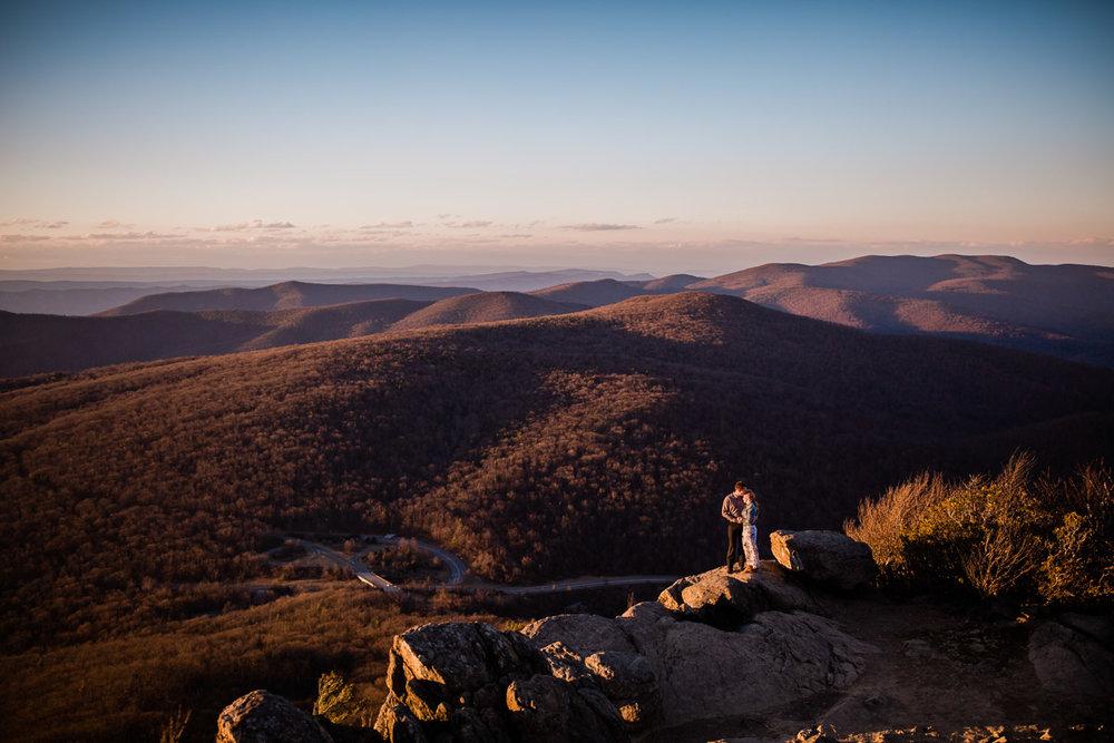 Shenandoah-National-Park-Engagement-Photography-14.jpg
