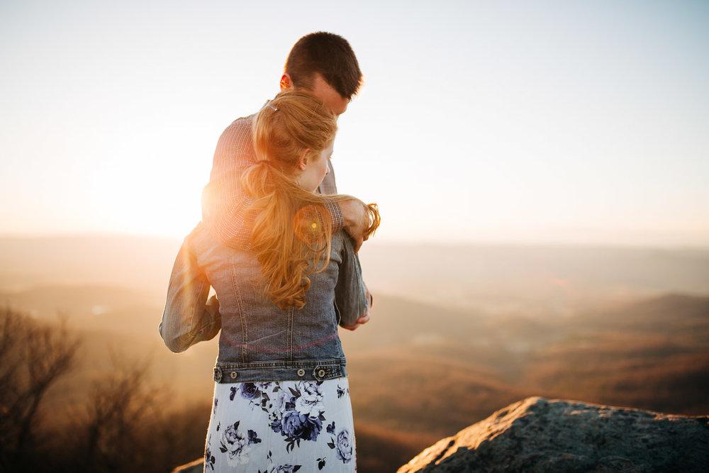 Shenandoah-National-Park-Engagement-Photography-17.jpg