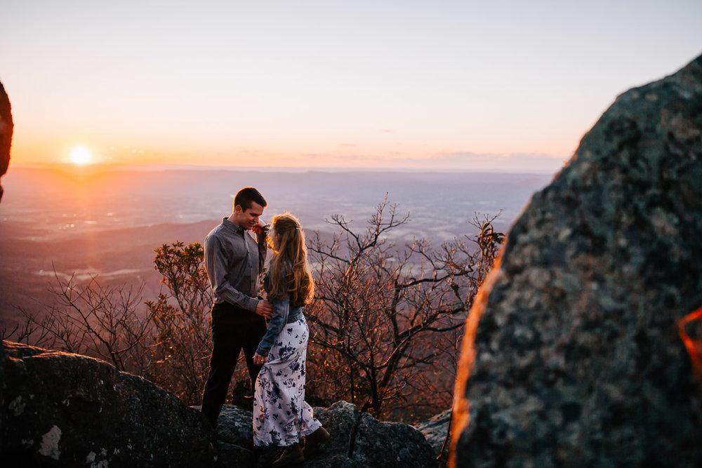 Shenandoah-National-Park-Engagement-Photography-34.jpg