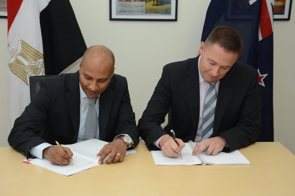 Egyptian master franchiseeYasser Hamed (left) Cooks Global Foods Executive Director Stuart Deeks execute the agreement at the New Zealand embassy in Cairo.