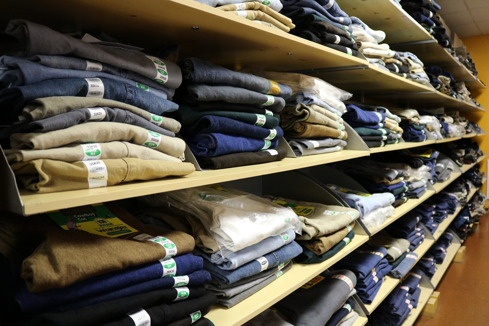 Llevamos una gran variedad de jeans Wrangler para hombres.