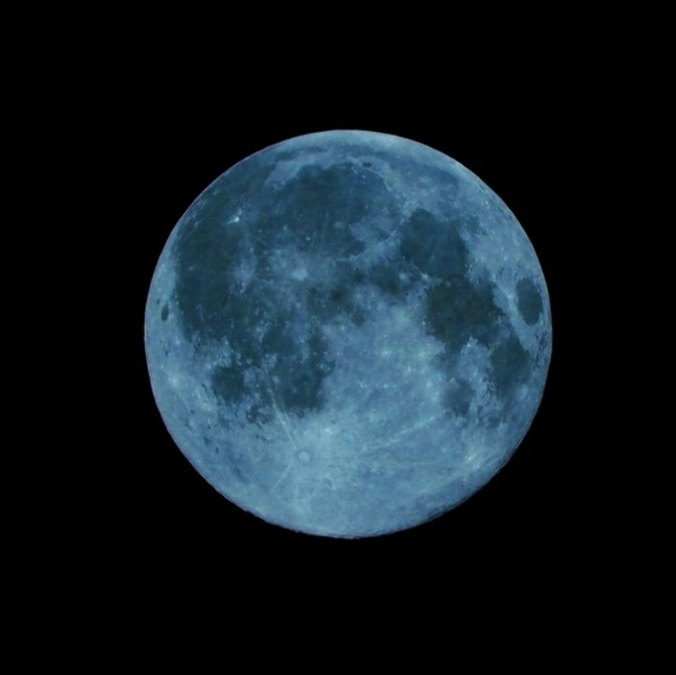 How the Super Blue Moon Eclipse Will Affect Your Sign - The first month of the year is always important. It sets the tone for the following months and gives you the power to start over and try again. This year, January will conclude with a super blue moon eclipse, the first of its kind in 150 years visible in the Americas. Read how this eclipse will affect your sign and the start of your 2018.