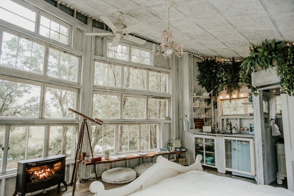 THE LIVING ROOM TREEHOUSE