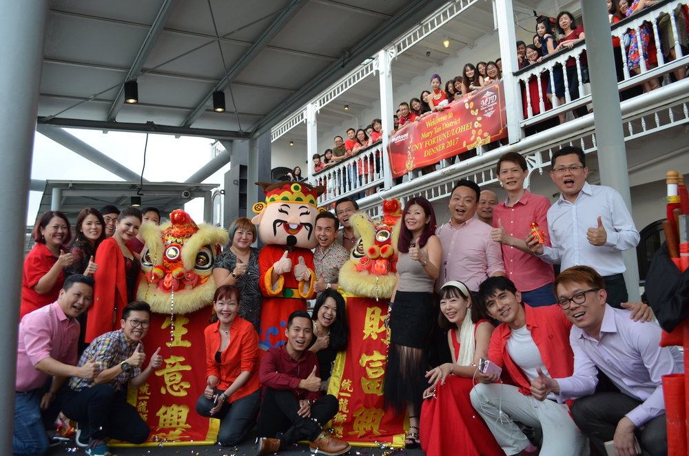 ivy-lim-huttons-cny-cruise-group.JPG
