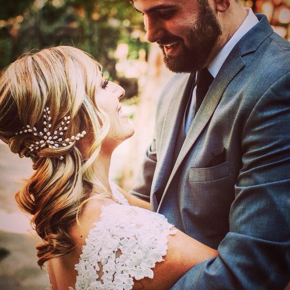 Blonde bridal hair side swept curls pearl accessory.jpg
