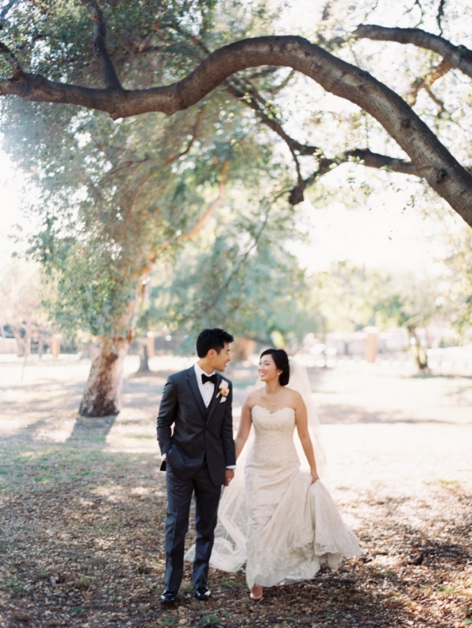 0292-Lindsey-+-Kyle-Wedding-Custom-Copy(pp_w677_h900).jpg