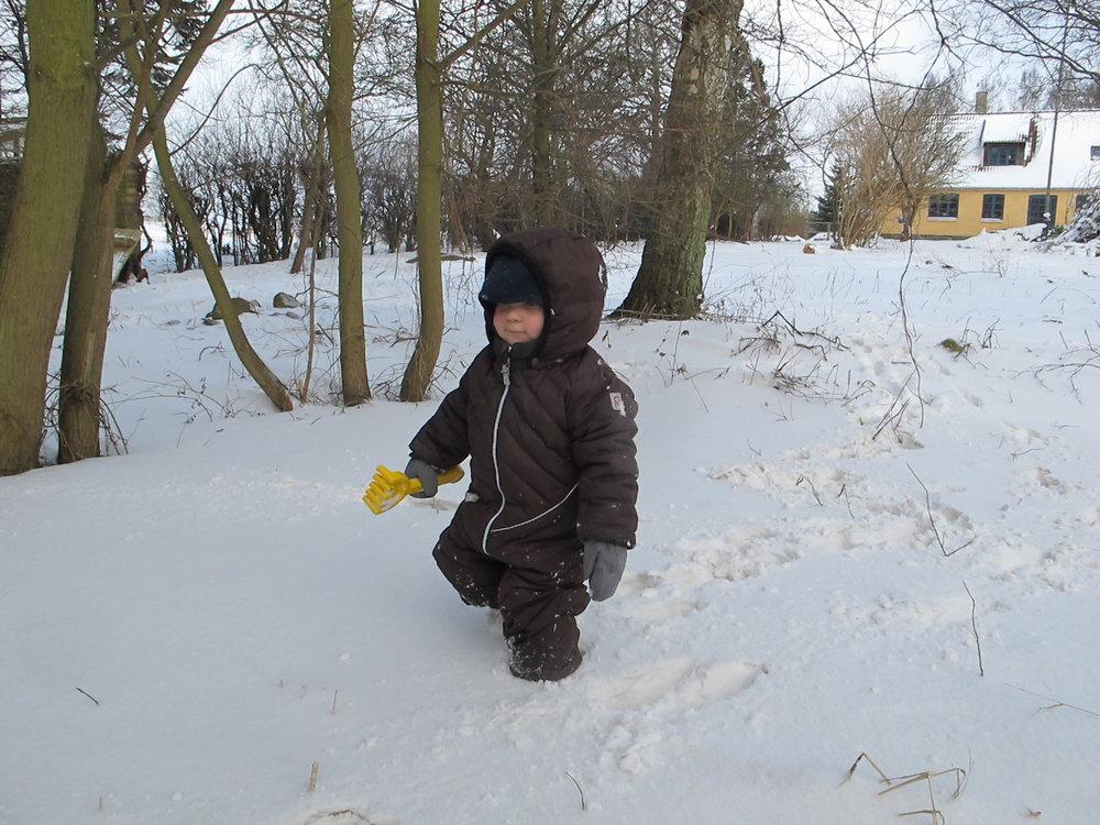 Snevejr er en glimrende anledning til at finde en skovl frem og grave til Kina.