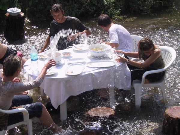 Ebéd a patakban, 1997