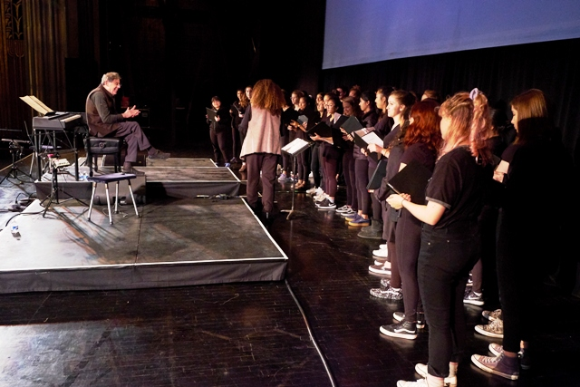 Valérie and the SFGC sing for Philip Glass last Fall after his sound check at the Paramount Theater in Oakland