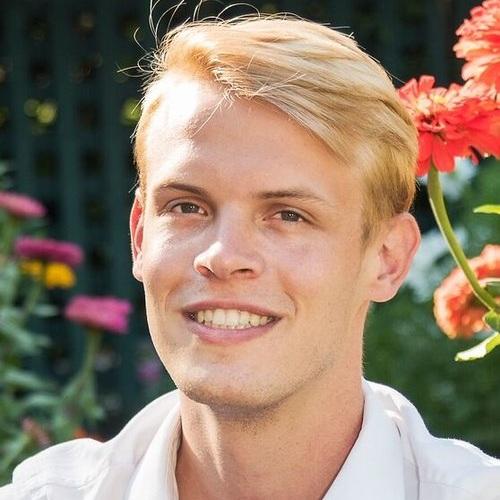 Thomas Wade  Training Chorus Director twade@sfgirlschorus.org