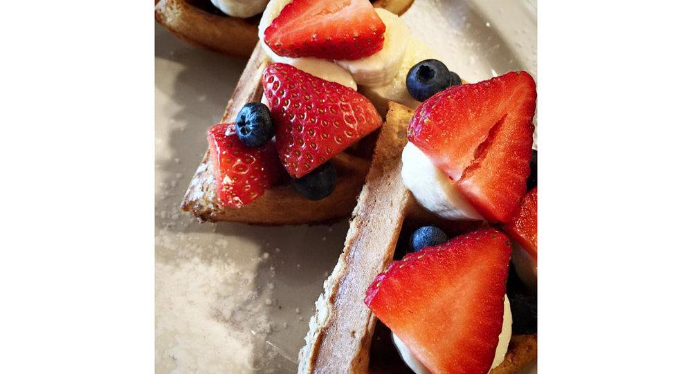 waffles_berries.jpg