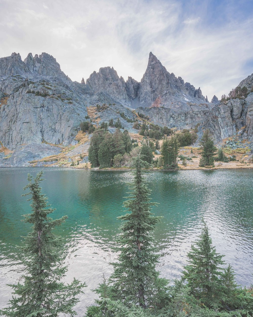minaret lake, clyde minaret, eastern sierras, mammoth lakes, best, hikes, camping, ritter range, rock climbing, things to do, wilderness, permit, backcountry, inyo, national forest, minaret creek, devils postpile, ranger station, california mountain, photography sony, a7riii, a7r3, mirrorless, landscape, outdoor, adventure, water, lake, 3 trees, symmetry