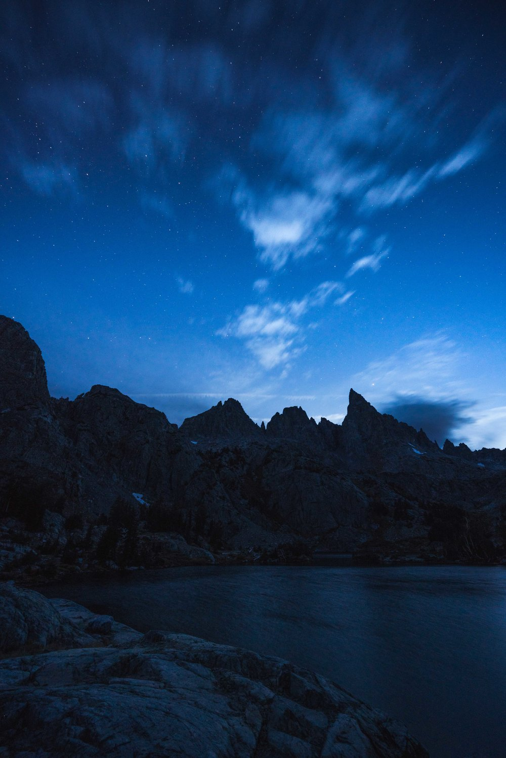 minaret lake, clyde minaret, eastern sierras, mammoth lakes, best, hikes, camping, ritter range, rock climbing, things to do, wilderness, permit, backcountry, inyo, national forest, minaret creek, devils postpile, ranger station, california mountain, photography sony, a7riii, a7r3, mirrorless, landscape, outdoor, adventure, sunrise, fall, blue hour, astro, stars, night, long exposure, blue hour