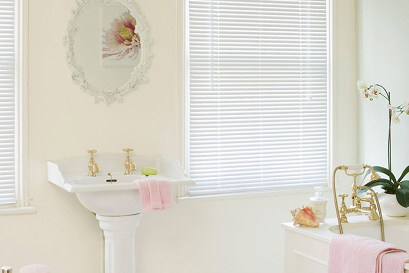 Aluminium Venetian Aluminium Venetian blinds are the perfect choice to compliment the design of your surrounding decor...
