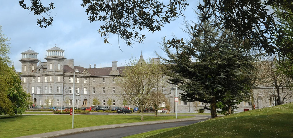 Clayton Hotel Sligo - Clayton Hotel Sligo is set on beautiful grounds, within walking distance from the bustling town of Sligo, only 2.5 hours from Dublin. This historic building also hosts two churches, Canis Major and Canis Minor for you to explore.