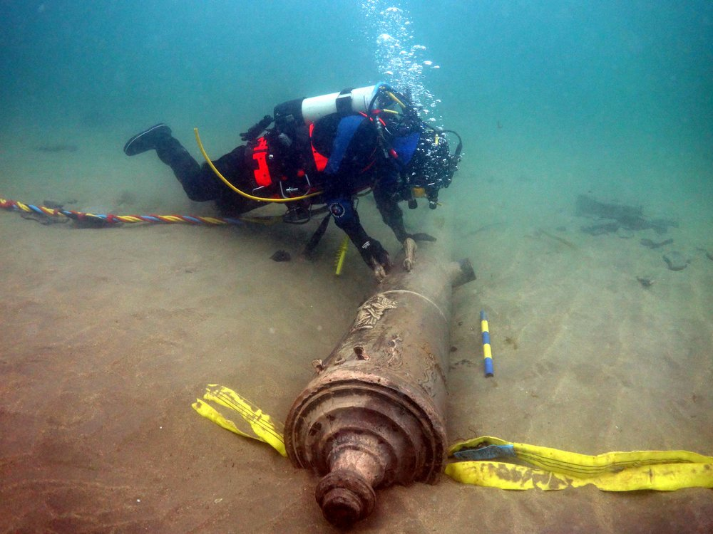 Spanish Armada cannon recovery from  La Juliana  at Streedagh Beach in 2015 © UAU