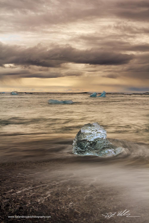 25-Joekulsarlon-icelberg-vertical-01.jpg