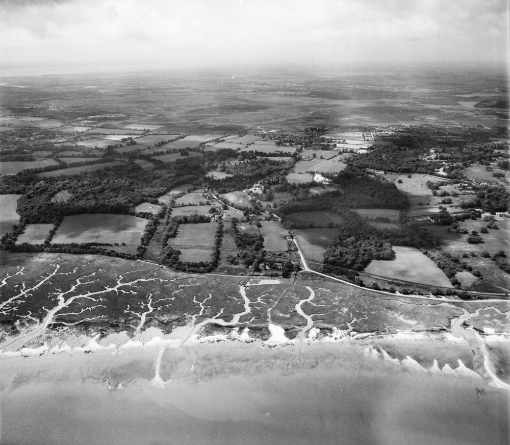 EAW006576_Southampton_Water_mud_flats_Frostlane_and_environs_Frostlane_from_the_north-east_1947.png