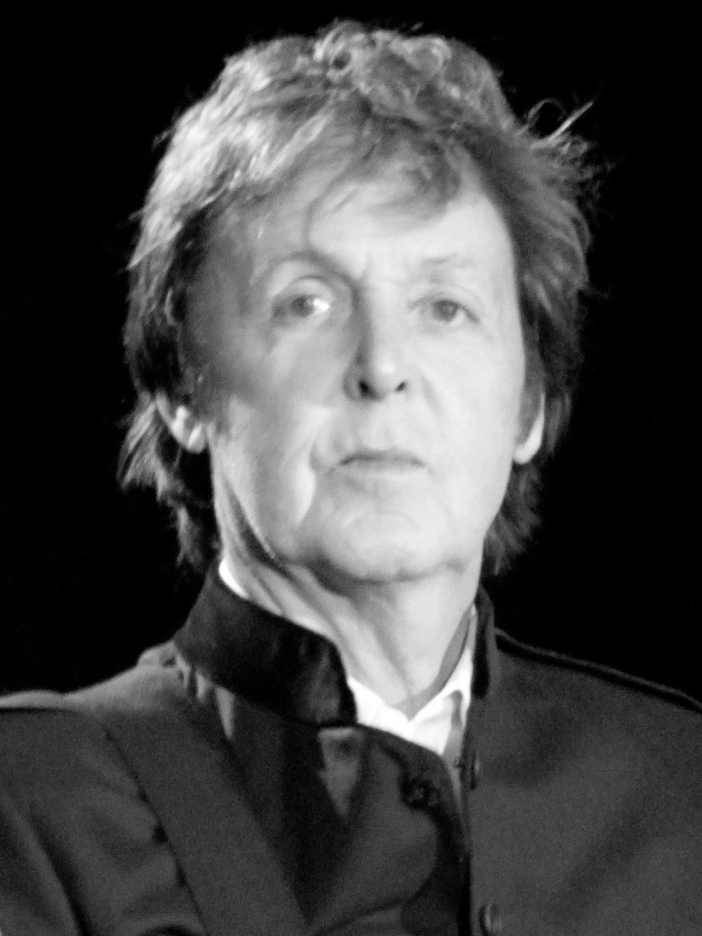 Paul_McCartney_black_and_white_2010_TFA.jpg