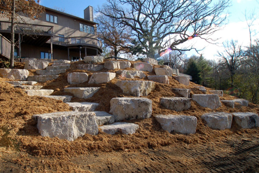 Naturalistic-Boulder-Retaining-Walls