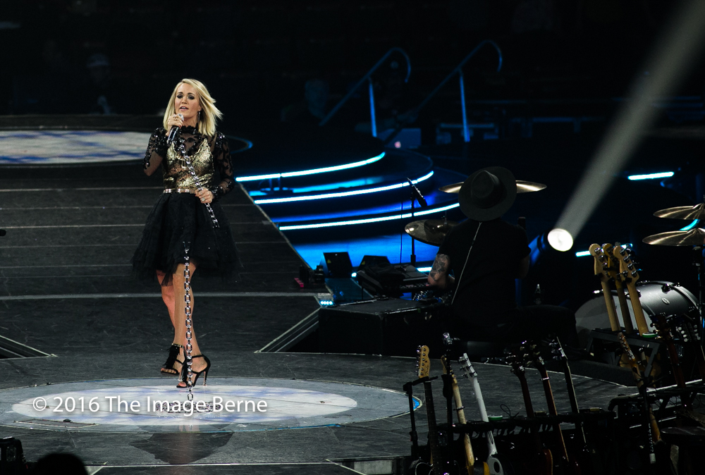 Carrie Underwood-055.jpg