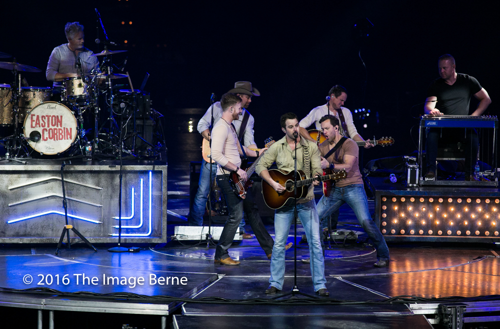 Easton Corbin-016.jpg