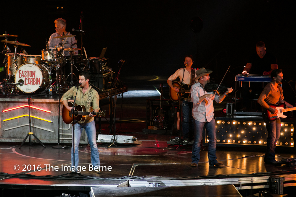 Easton Corbin-018.jpg