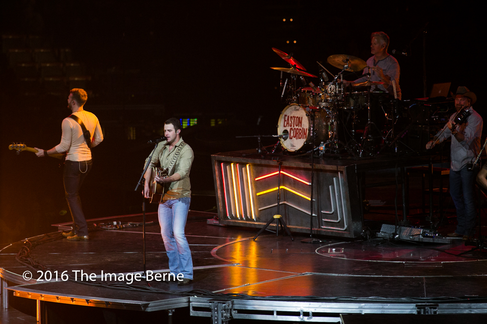 Easton Corbin-024.jpg