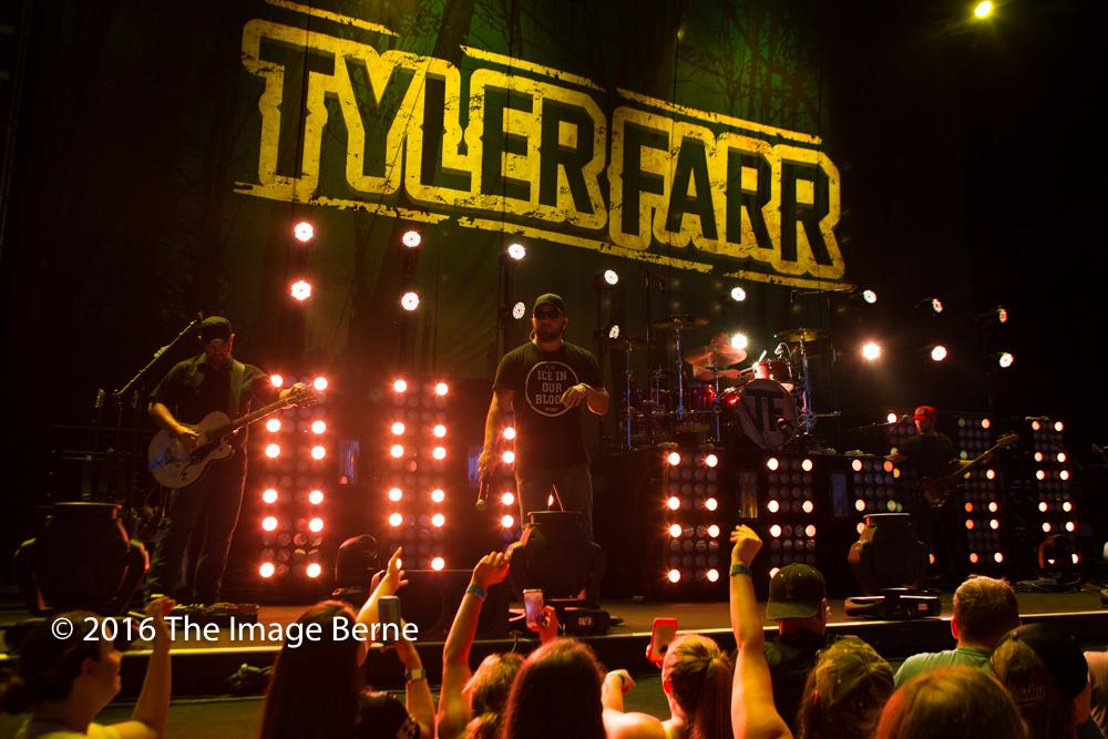 Tyler Farr-022.jpg
