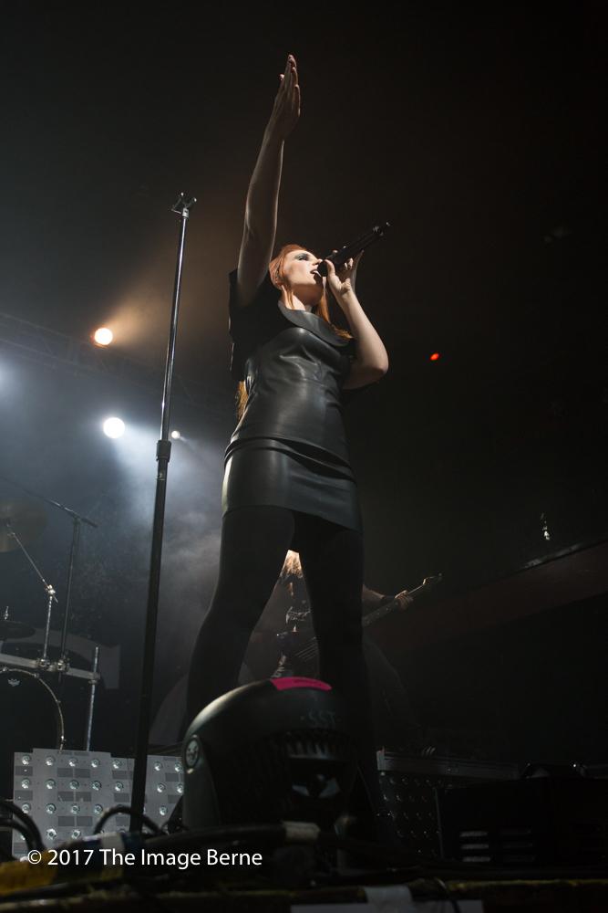 Simone Simons-001.jpg