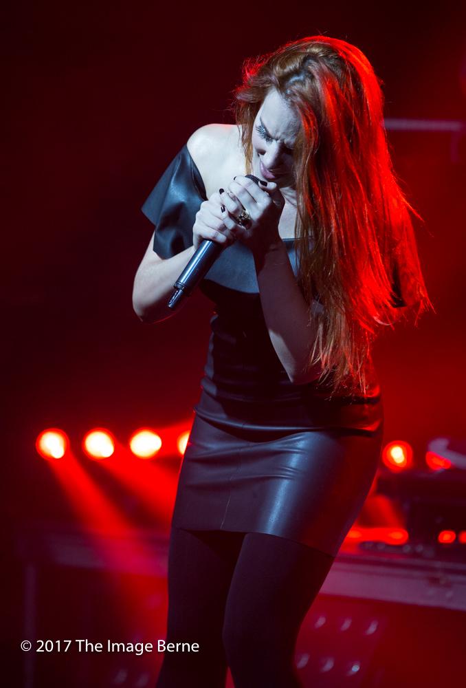 Simone Simons-061.jpg