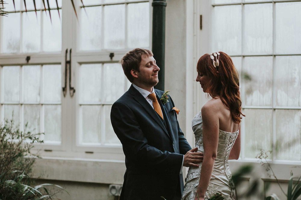 wedding photos Sheffield Botanical Gardens