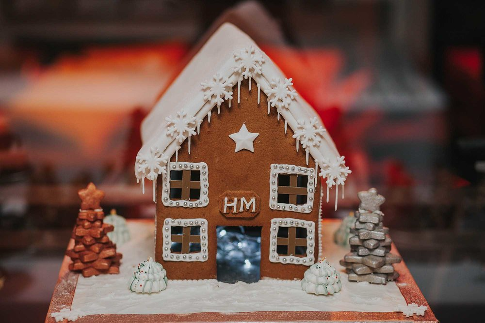 Christmas wedding gingerbread house