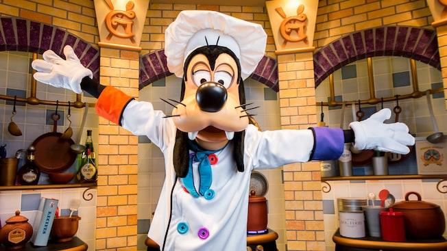 5 Best Disneyland Character Dining Restaurants — Magic Lamp